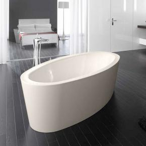 freistehende badewanne mit integriertem wassereinlauf. Black Bedroom Furniture Sets. Home Design Ideas