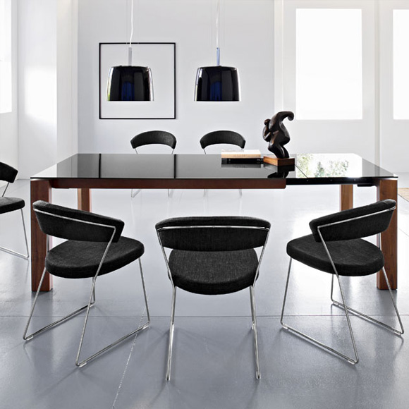 calligaris new york stuhl mit kufen. Black Bedroom Furniture Sets. Home Design Ideas