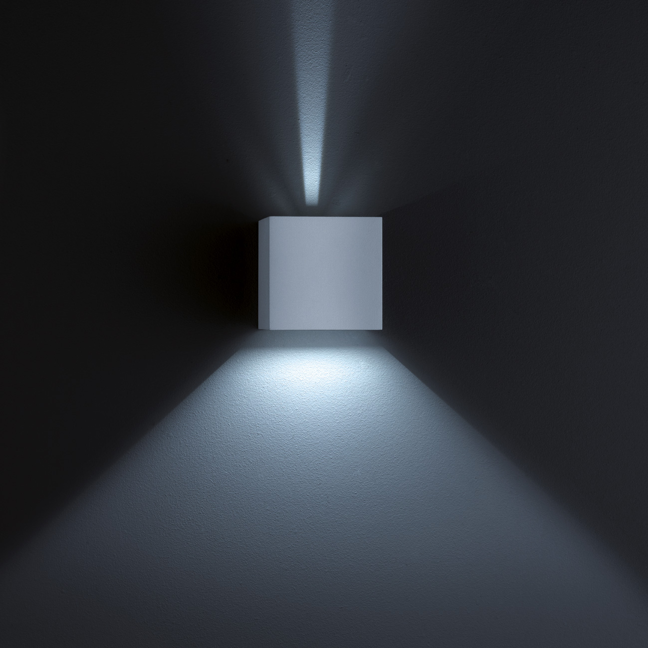 helestra siri 44 led wandleuchte lichtaustritt. Black Bedroom Furniture Sets. Home Design Ideas