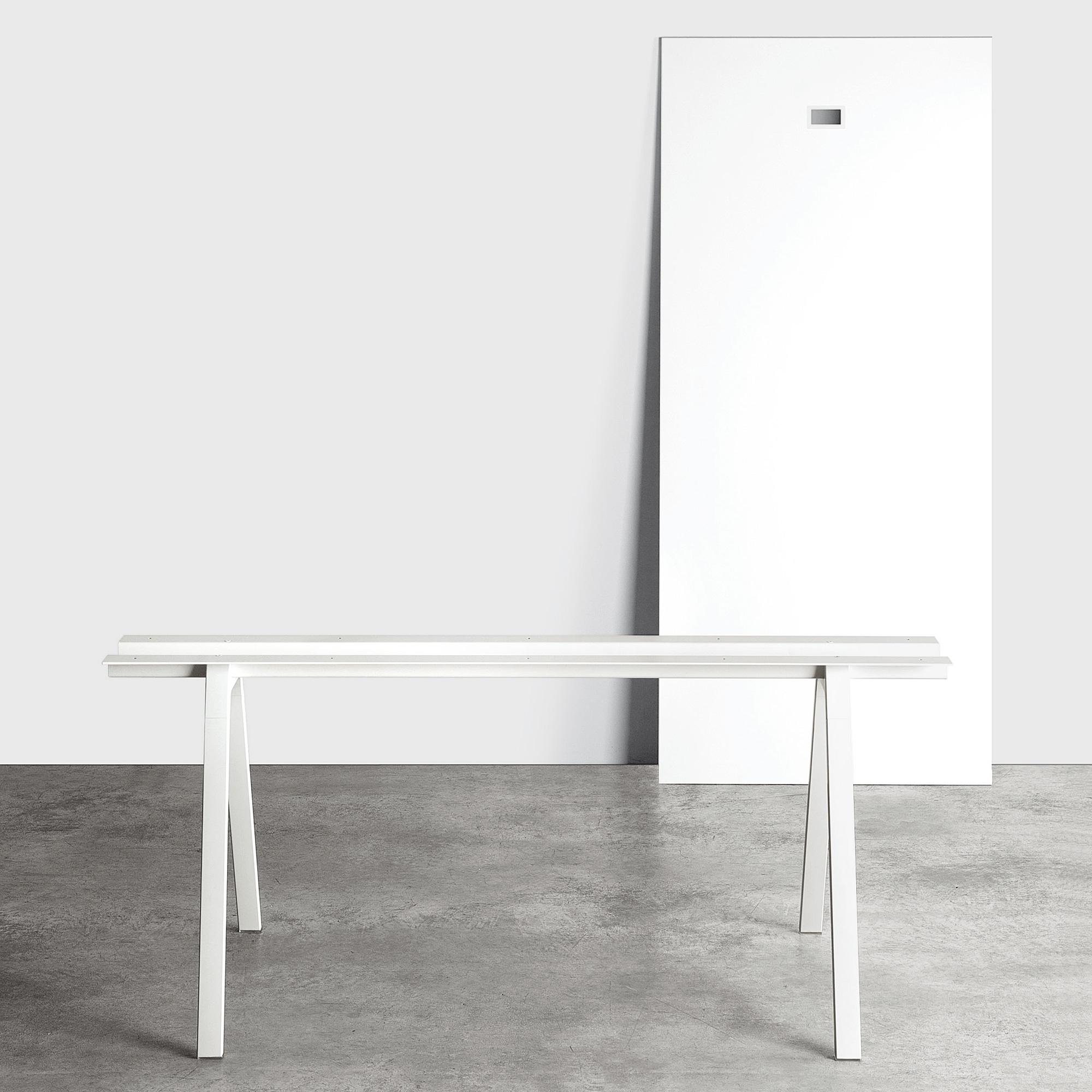 kristalia neat metall schreibtisch 01nea05f 9016 9016. Black Bedroom Furniture Sets. Home Design Ideas