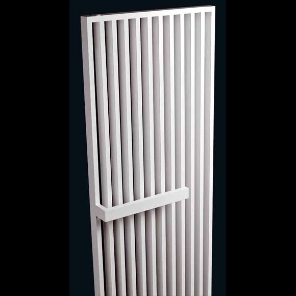 vasco arche plus heizk rper mit handtuchhalter 111180570220011889016 0000 reuter onlineshop. Black Bedroom Furniture Sets. Home Design Ideas