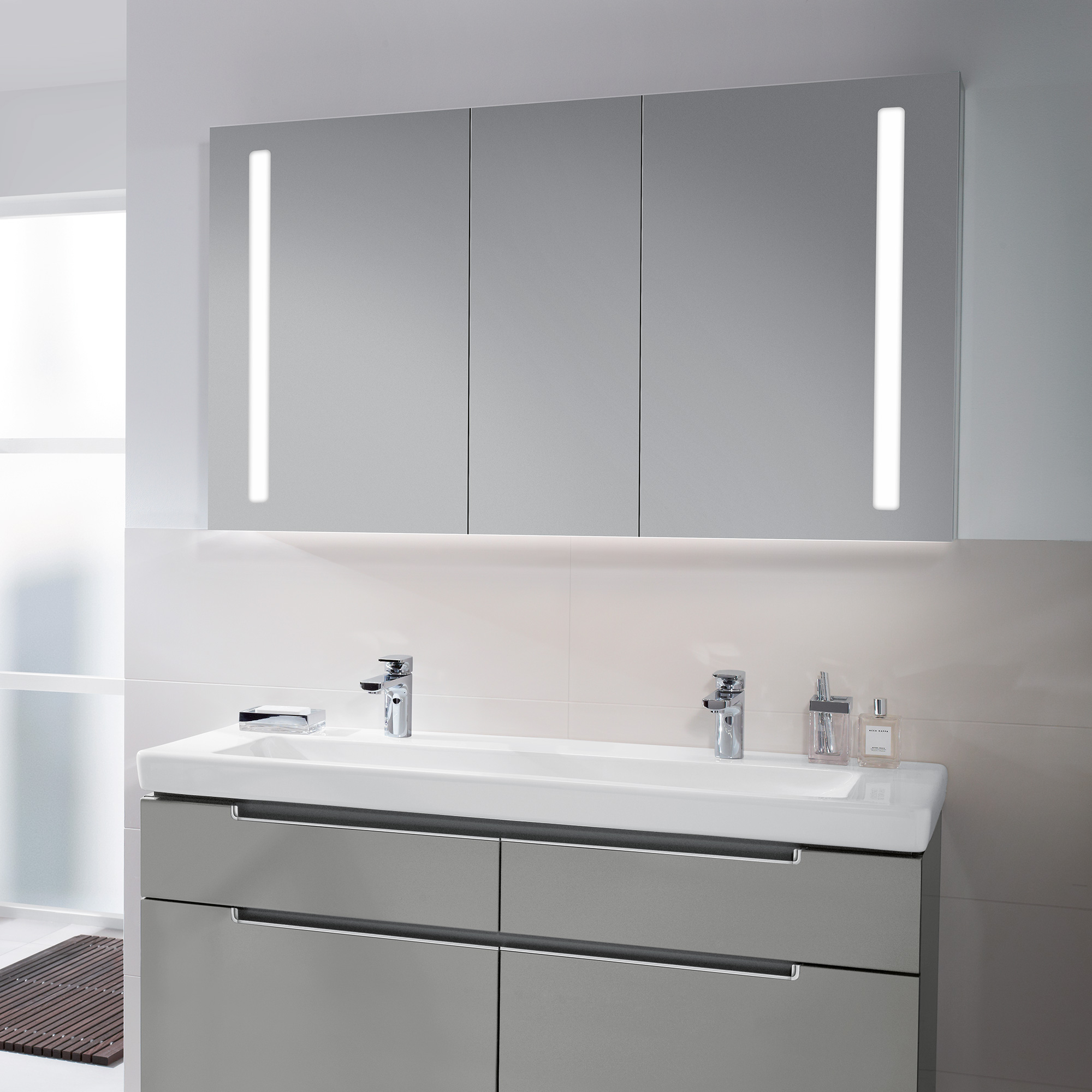 Villeroy boch my view 14 plus spiegelschrank mit led for Villeroy et boch salle de bain showroom